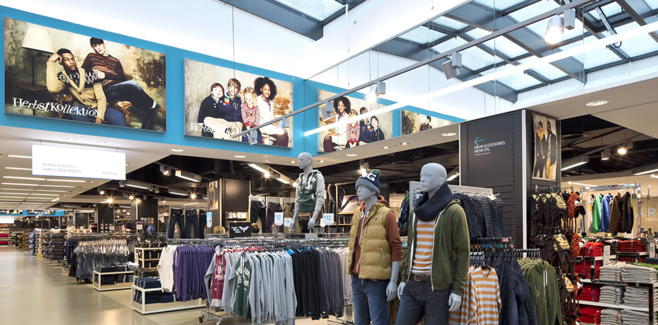An image of the inside of Primark in Thanet, showing metal pan lay-in suspended ceilings and mineral fibre lay-in grid suspended ceilings.